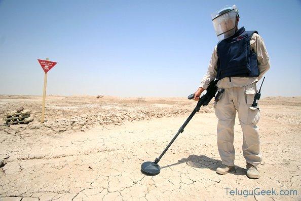 ల్యాండ్ మైన్స్ (Landmine) ను కనిపెట్టగల షూ